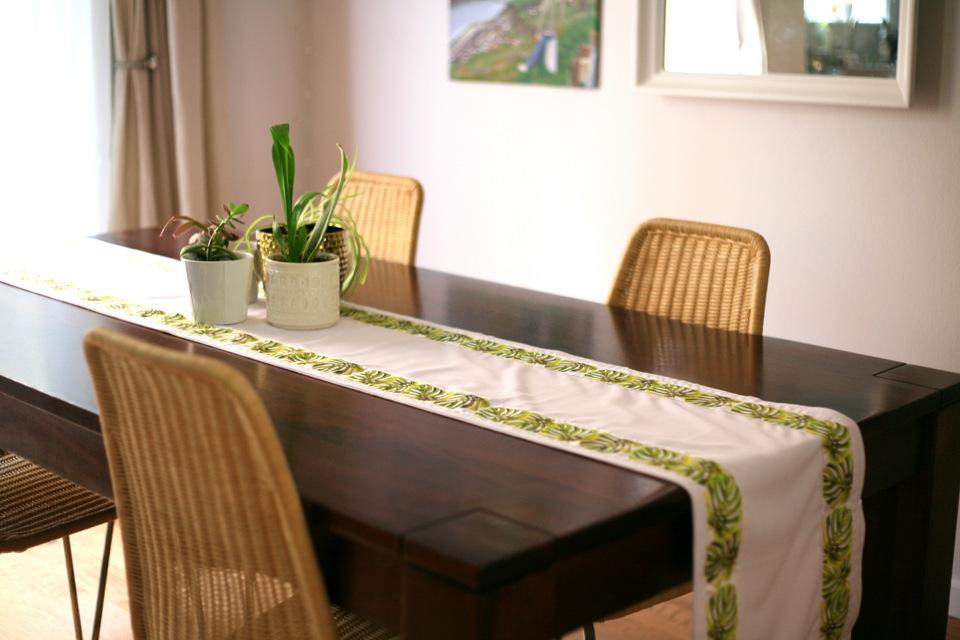 ide table runner untuk meja makan kayu ( google images )