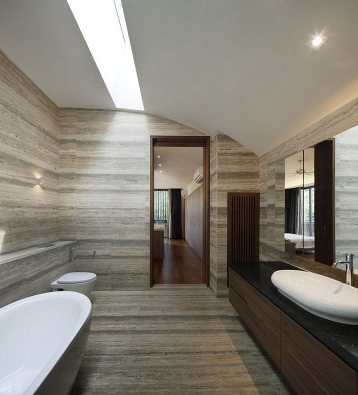 penerapan skylight pada plafond kamar mandi