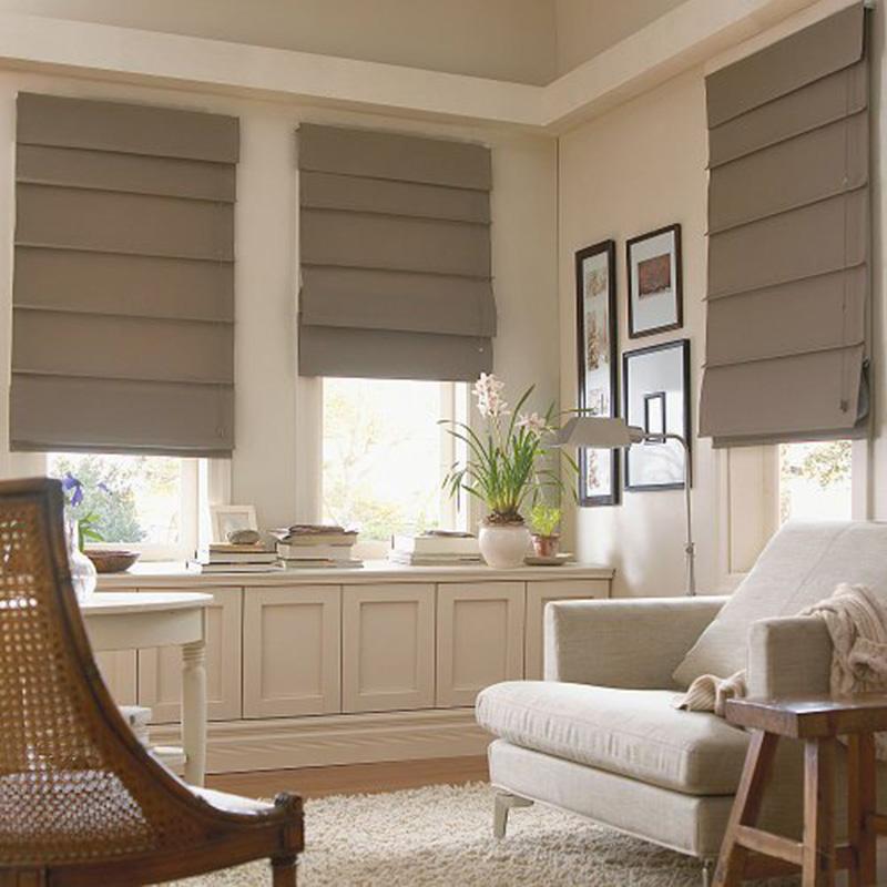 roman blinds, dengan cara melipat ke arah atas